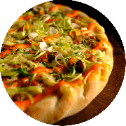 Especiais: Bacon com Cheddar - Pizza Média (Ingredientes: Alho Poró, Bacon, Cebola, Cheddar, Molho de Tomate Cuko
