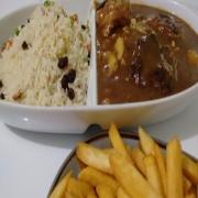 Carnes: Filé Medalhão - A La Carte Grande (Ingredientes: filé alto ao molho madeira, acompanha arroz a grega e fritas.)