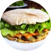 Beirute: Carne Especial - Beirute (Ingredientes: Alface, Carne Bovina, Cheddar, Mussarela, Ovo, Pão Sírio, Tomate)