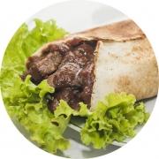 Kebab´s: Churrasco - Kebab´s (Ingredientes: Alface, Barbecue, Carne Bovina, Creme de Alho, Pão sirio, Tomate)