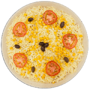 Pizzas Salgadas Semi Pronta: Americana com Milho (09) - Pizza Grande (Ingredientes: Azeitona, Milho, Molho de Tomate, Mussarela, Orégano, Presunto, Tomate)