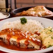 Filet Mignon: Filet Mignon a Parmegiana - Pratos a La Carte (Ingredientes: Escolha até dois acompanhamentos)