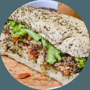 Sanduíche: Da Casa (Mais Pedido) - Sanduíche (Ingredientes: Alface, Carne desfiada, Molho Barbecue, Queijo mussarela, Tomate)
