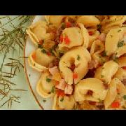 Capeleti: Capeleti 4 Queijos - Massas (Ingredientes: Catupiry, Mussarela, Gorgonzola, Provolone)