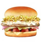 Hot Dog: Bulldog - Hambúrguer (Ingredientes: Batata Palha, Filé de Frango 40g, Maionese, Milho, Molho Especial, Pão, Presunto, Queijo, Requeijão Cremoso, Salsicha)