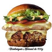 Artesanais: Cawboy - Hambúrguer (Ingredientes: Alface, Cebola, Duas Fatias de Queijo, Filé de Frango 40g, Hambúrguer Artesanal de 100g, Molho Especial, Pão, Tomate)