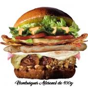 Artesanais: Xerife - Hambúrguer (Ingredientes: Alface, Bacon, Cebola, Filé de Frango 40g, Hambúrguer Artesanal de 100g, Molho Especial, Ovo, Pão, Presunto, Queijo, Tomate)