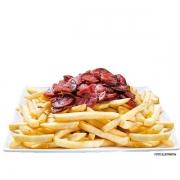 Porções: Batata Frita com Calabresa - Grande (Ingredientes: Batata, Calabresa 200g, Cebola, Queijo, Serve 2 pessoas)