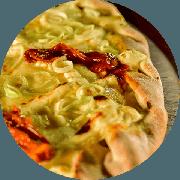 Especiais: Alho Poró - Pizza Média (Ingredientes: Alho e Cebola Fritos no Azeite, Alho Poró, Cream Cheese, Creme de Alho, Molho de Tomate Cuko