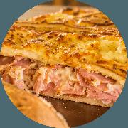 Calzone: Meatlovers - Calzone Grande (Ingredientes: Orégano, Calabresa, Catupiry, Presunto, Salame Italiano, Pepperoni, Muçarela)