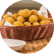 Porções: Bolinhas de Polenta Recheada Com Queijo 300g 15 un - Porção Pequena (Ingredientes: Bolinhas de Polenta Recheada Com Queijo)