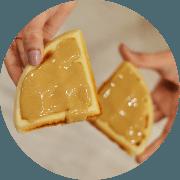Sobremesas: Waffle de Doce de Leite com Castanha - Farinha de Arroz, Mel, polvilho doce, doce de leite, castanha e leite sem lactose. Não contém glúten, nem Lactose.