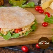 Beirutes: A MODA - Beirute 25cm (Ingredientes: Azeitona Preta, Calabresa, Cebola, Frango, Mussarela, Presunto, Requeijão, Rúcula, Tomate Cereja)