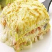 Lasanha: Lasanha de Frango - Massa Grande (Ingredientes: filé de frango desfiado ao molho branco, alternado com massa especial, presunto e mussarela.)