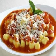 Nhoque: Nhoque de Carne - Massa Grande (Ingredientes: carne moída ao molho de tomate, Misturados a massa de nhoque especial)