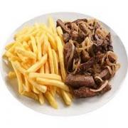 Porções: Filé com Fritas 300g - Petisco (Ingredientes: Pedaços de filé de carne grelhado e acebolado. acompanha fritas.)