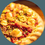 Premium: Carne Seca - Pizza Média (Ingredientes: Alho Frito, Bacon, Borda à Francesa de Requeijão, Carne Seca Desfiada, Cebola, Gotas de Requeijão, Molho de Tomate Cuko
