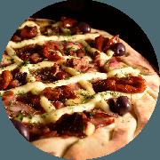 Premium: Calabresa Prime - Pizza Média (Ingredientes: Azeitona, Bacon, Calabresa Fatiada, Cruzado de Requeijão, Molho de Tomate Cuko