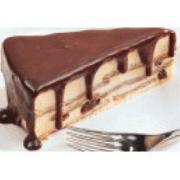 Sobremesas: Torta Alemã - Biscoito maisena intercalados c/ creme alemão passas ao rum e coberto c/ calda de chocolate