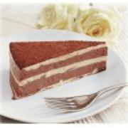 Sobremesas: Torta Mesclada - Torta mousse de chocolate, intercalada c/ creme alemão e coberta com cacau em pó